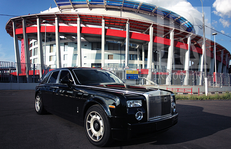 Черный Rolls Royce Phantom