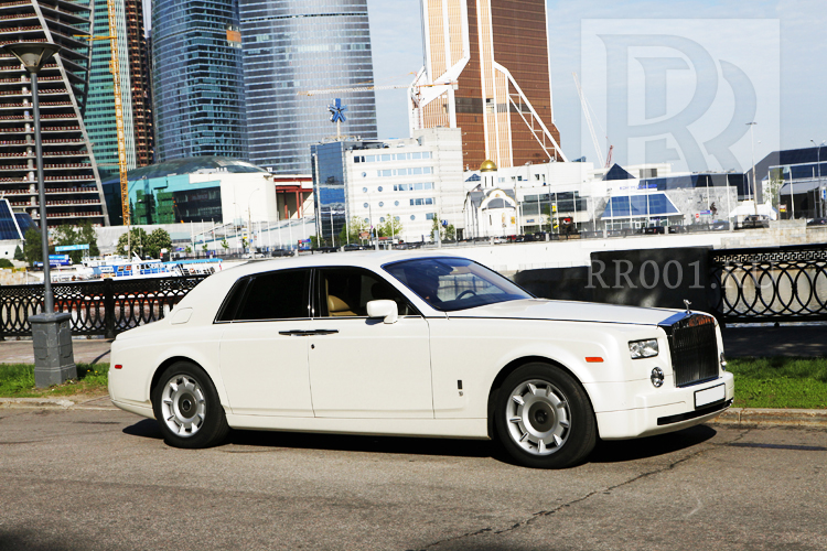 Белый Rolls Royce Phantom